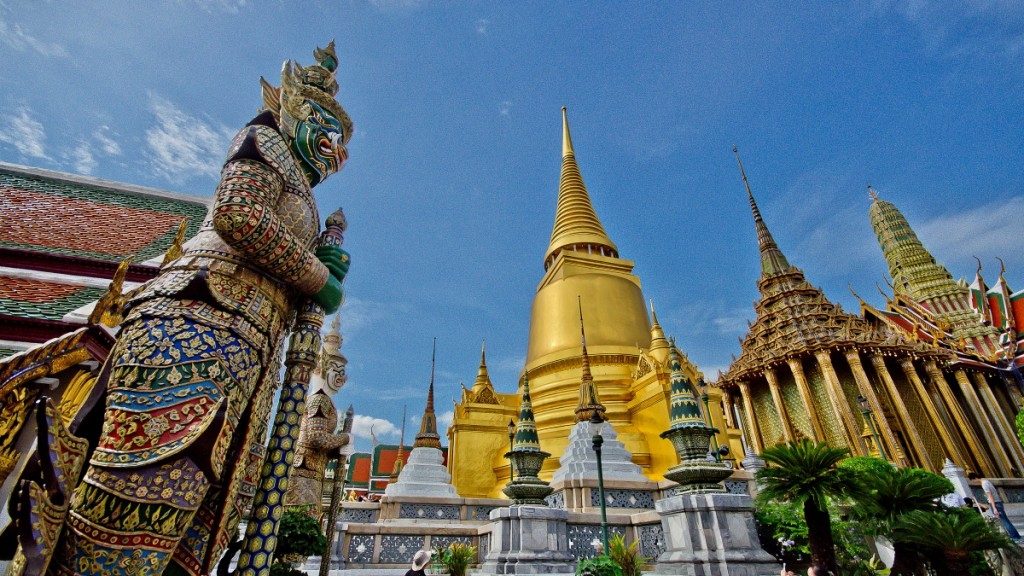 BK01: Bangkok Essential Temples with Boat Ride